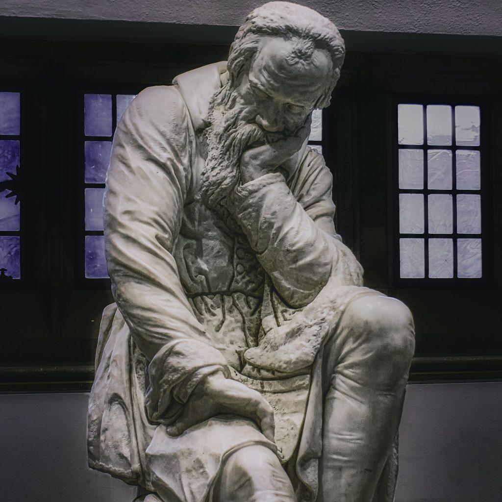 هر فیلسوف یک نویسنده بالقوه استدلال پایه و اساس نویسندگی
